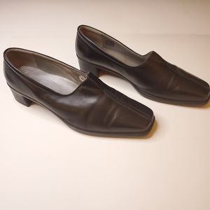 ECCO split toe leather rubber heeled black loafers